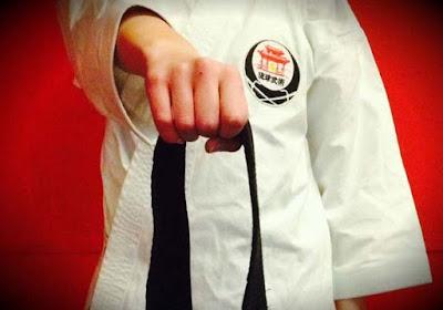 cara memakai sabuk karate