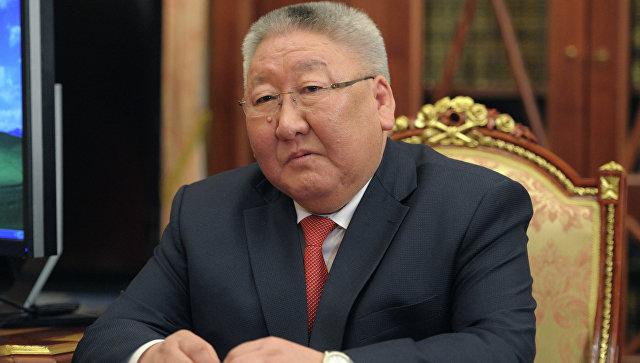 Главу Якутии обвинили в дебоше на борту самолета и угрозах лишить весь экипаж работы