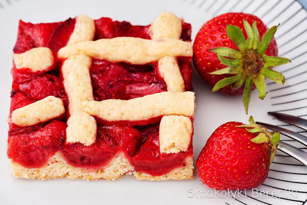 ciasto kruche z owocami sezonowymi