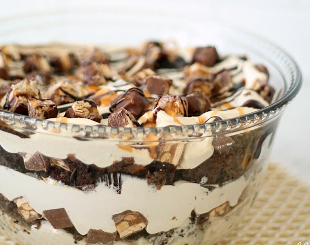 Snickers Brownie Trifle #desserts #sweettreat