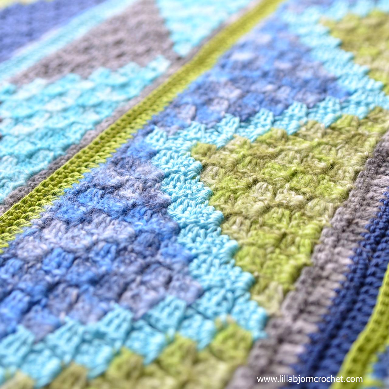 Spirits of Life Wrap CAL: Part 4. Corner-to-Corner Waves (C2C). Designed by www.lillabjorncrochet.com in collaboration with Scheepjes