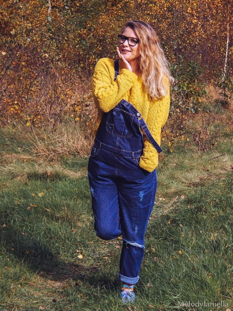 2 ogrodniczki jak dobrać do sylwetki hit czy kit gdzie kupić ogrodniczki jak nosić ogrodniczki pomysł na stylizację z ogrodniczkami jak ubierać się jesienią pomysł na żółty sweter jak nosić kolorowe skarpetki