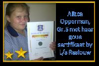 Hier glimlag Alizca Opperman, Gr.5 met haar goue sertifikaat vir die aanbieding van haar toespraak onder die ATKV se 2013 tema PRAAT, by Laerskool Raslouw, Centurion