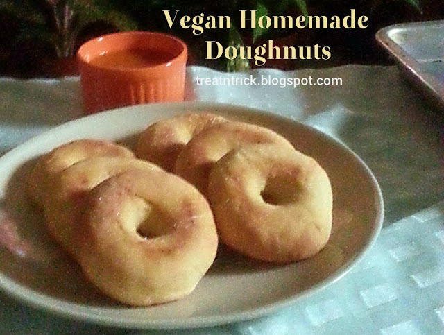 Vegan Homemade Doughnuts Recipe @ treatntrick.blogspot.com