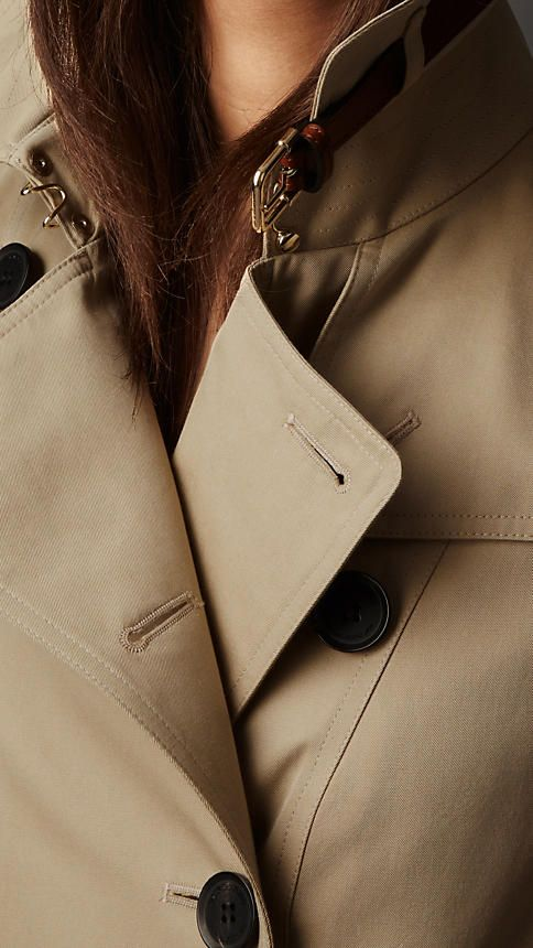 tips how to style a women's trench coat