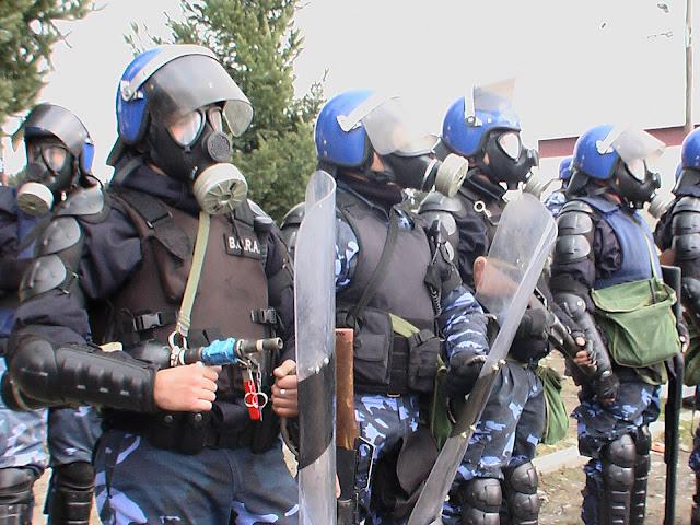 Resultado de imagen para POLICIA  ARGENTINA  GOLPEA A LA GENTE