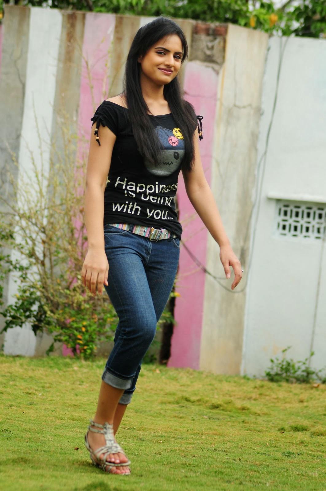Stylish Ritu kaur hot hq photos in jeans