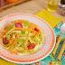 Jantar fitness: aprenda a fazer talharim tricolor de abobrinha, cenoura e tomate