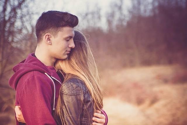 Любит девушка парня или не любит, или как парню разгадать чувства девушки