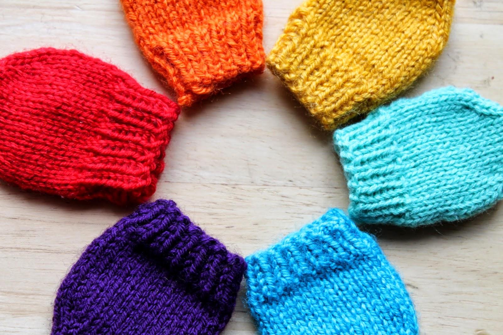 Anna et les Petites Choses ...  Moufles Rainbow  modèle gratuit  73989fcefa0