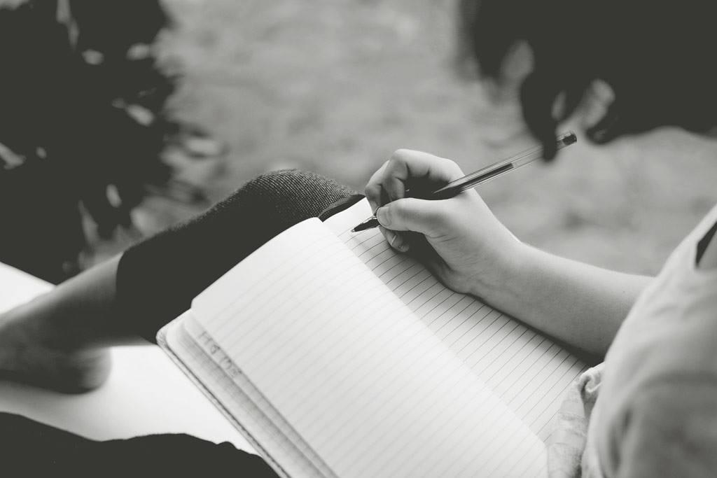 Resultado de imagem para Escrevo no silêncio