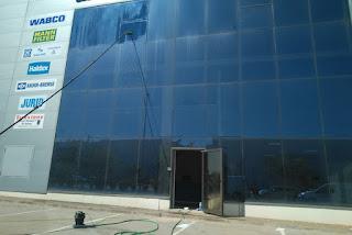 Limpieza de fachadas acristaladas en Zaragoza