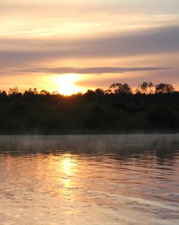 Восход солнца на реке