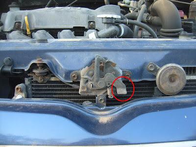 Toyota-Yaris-Bonnet-Hood-Lock-Release2