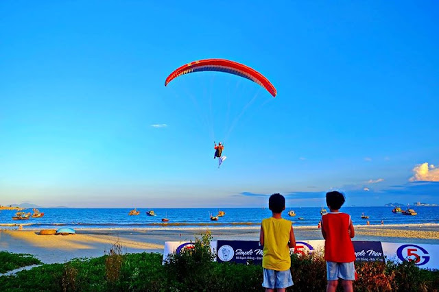"Nearly 100 paragliders to join in the contest ""Fly over Tien Sa"""