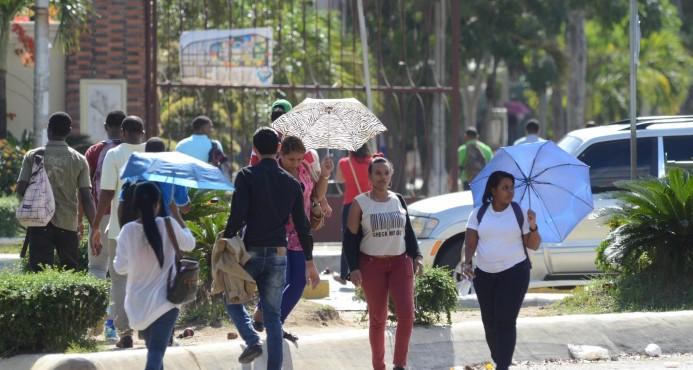 Secuestran por más de 20 horas a embarazada al salir de la UASD