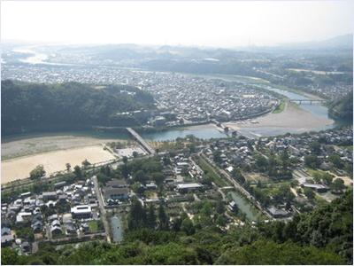 ทิวทัศน์จากปราสาทอิวาคุนิ (Iwakuni Castle)