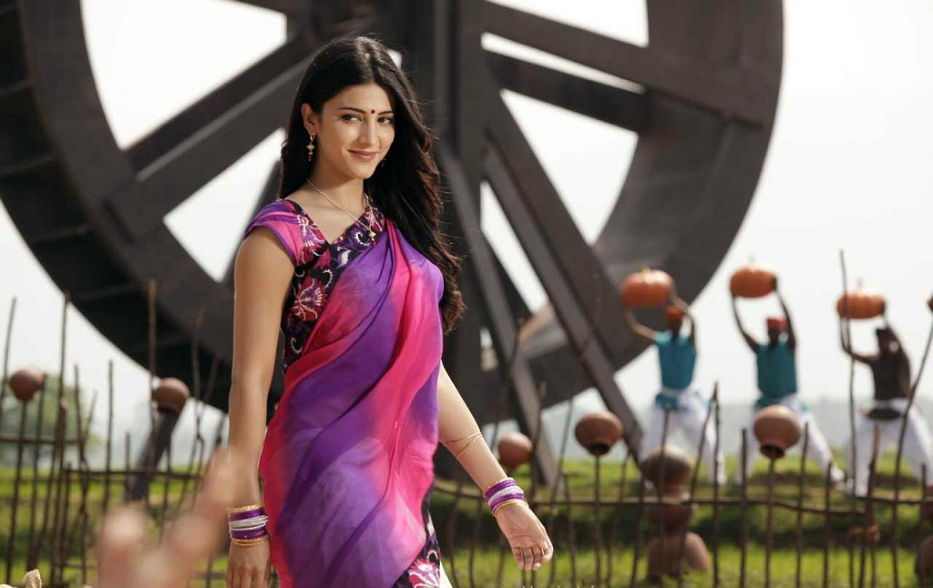 Shruthi haasan in saree pic collection