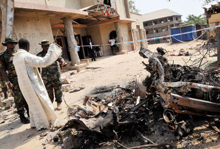 Atacan iglesia con coches bomba en Nigeria