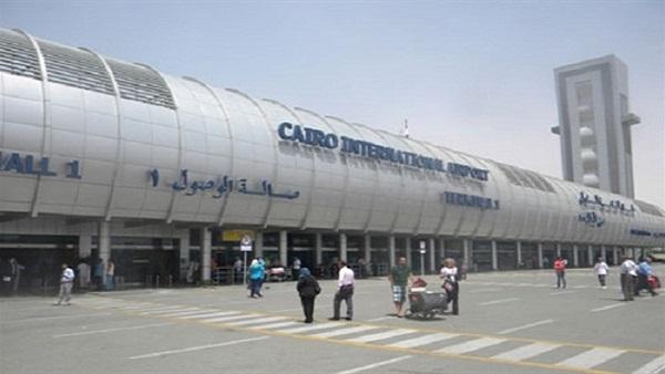 مطار القاهرة يبدأ تعليق رحلاته من وإلى قطر