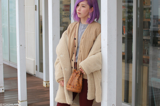 Japanese Fashion Blogger,MizuhoK,20181216OOTD, FRAY.ID=gray knit sweater,Burgundy pants, 2nd hand=knit cardigan, H&M= boa coat, MCM=bucket bag, KAYA= earrings