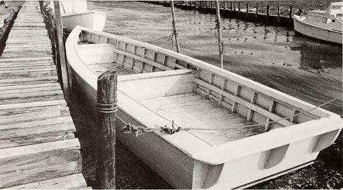 Barcos atracados em um cais de madeira (créditos no final do post)