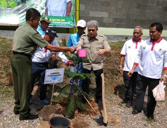 Pulihkan DAS, Pemprov Lampung dan PLN Tanam Pohon di Tahura WAR