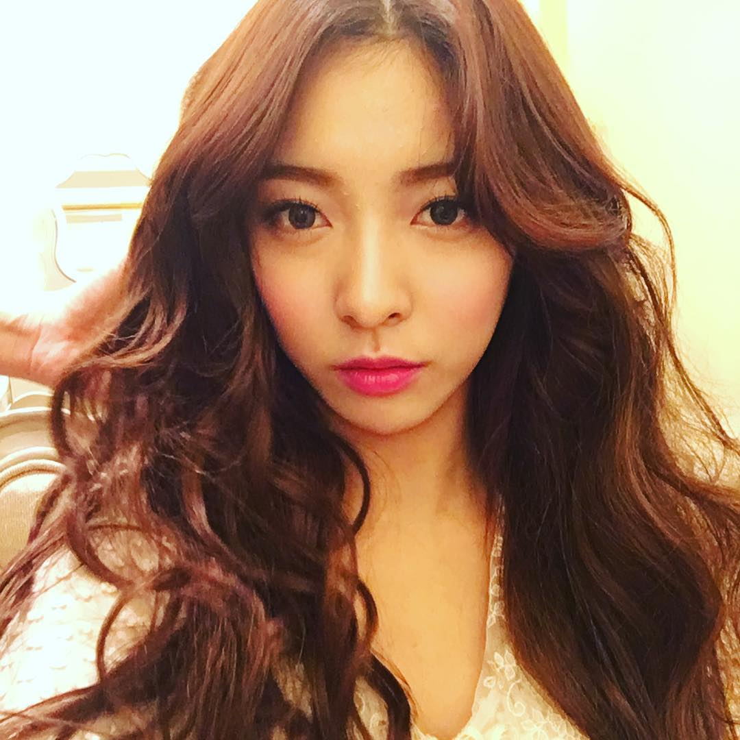 f(x) Luna greets fans with her pretty SelCa - Wonderful ...