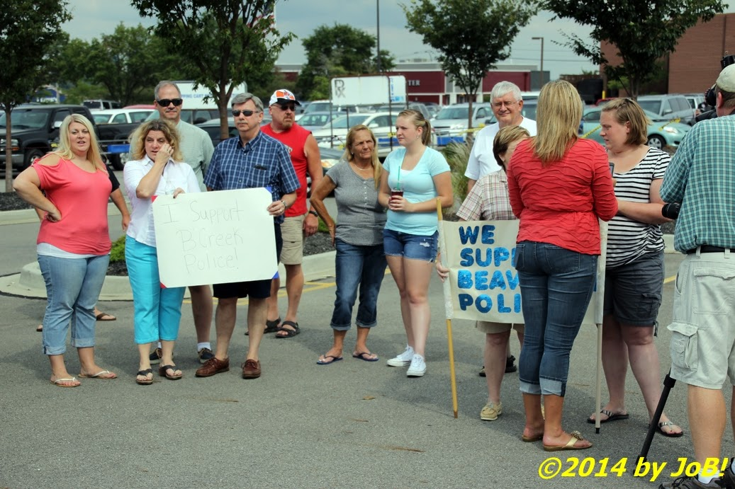Journalism or Bust!: A/V: Community Displays Support for