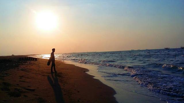 foto sunset di pantai tirang semarang