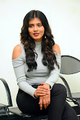 Hebah Patel new dazzling photos-thumbnail-13