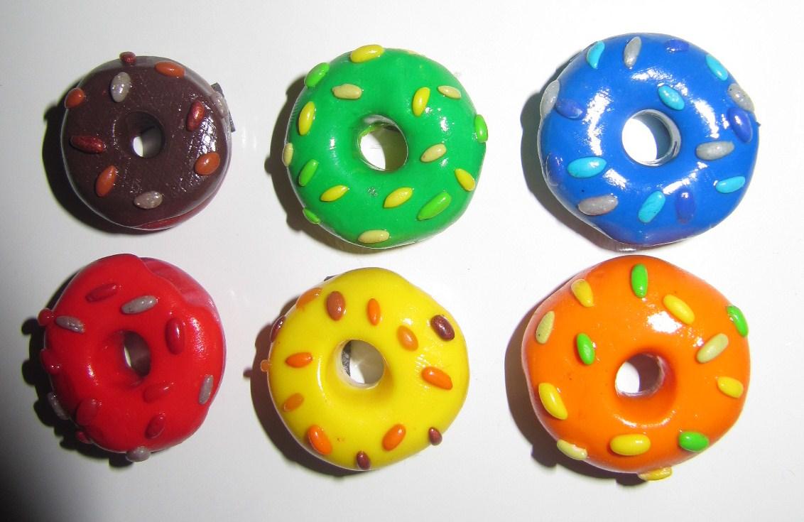 bijoux de cr ation en p te fimo magnets donuts color s en p te fimo. Black Bedroom Furniture Sets. Home Design Ideas