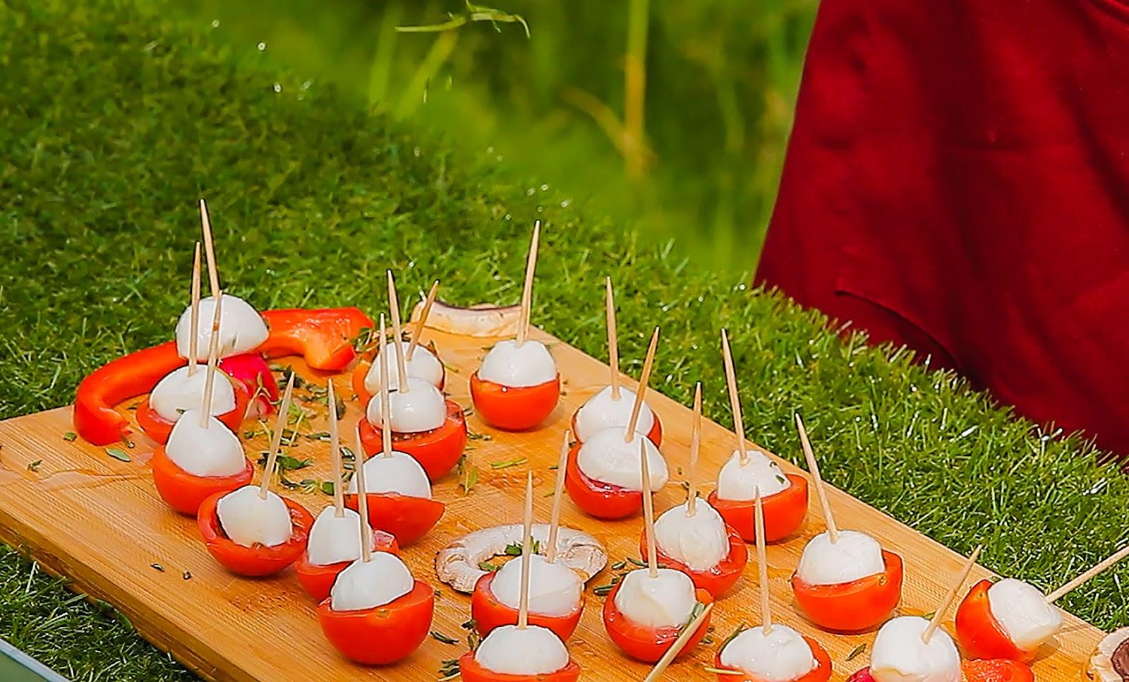 przepis na koreczki imprezowe propozycje przekąsek przekąski na urodziny pomysły na jedzenie dodatki dania z sera i pomidorów
