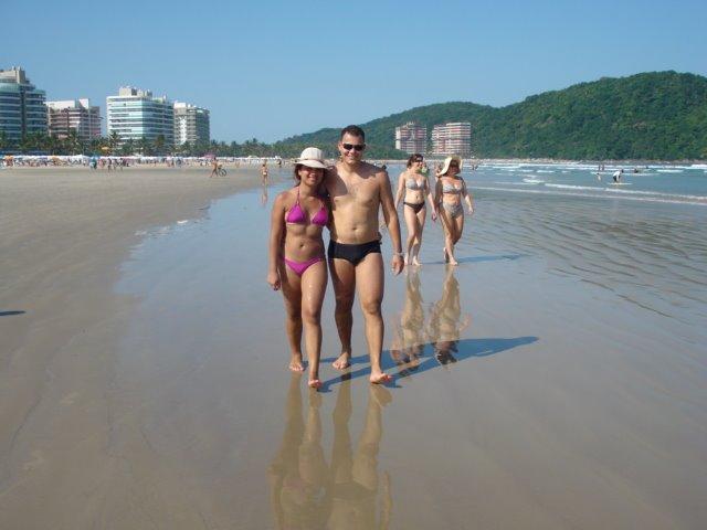 Caminhando na praia em Bertioga - SP