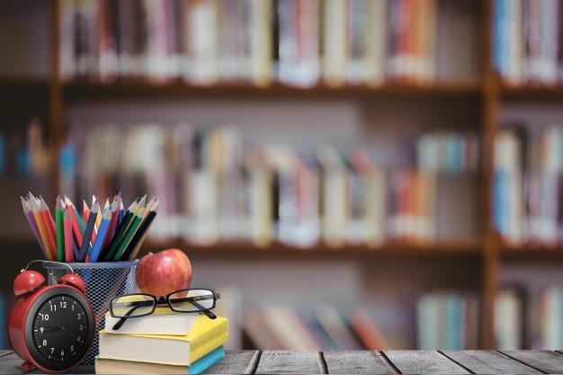 Libri libreria biblioteca occhiali matite