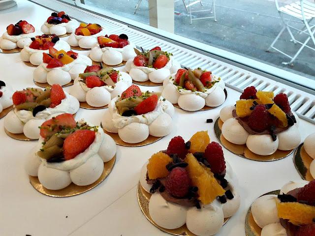 La meringaie patisserie pavlova meringue dessert fruité paris