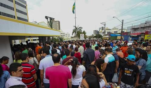 Concurso atraiu uma verdadeira multidão para as provas aplicadas neste domingo. Foto: Gilson Teixeira
