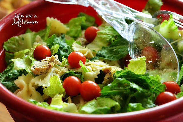 Chicken Bow Tie Pasta Salad is filled with grilled chicken, bow tie pasta, romaine lettuce and cherry tomatoes tossed in salad dressing. Life-in-the-Lofthouse.com