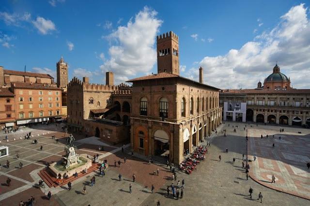 cosa-vede-a-Bologna-Piazza-Maggiore