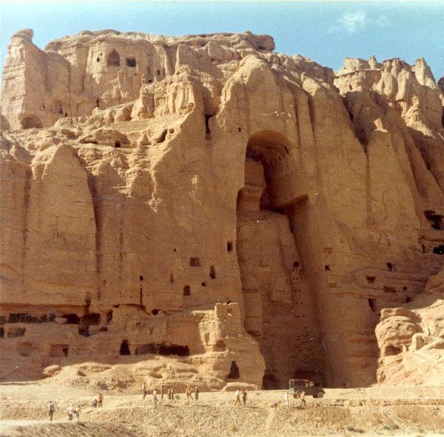 Gigantes metidos en rocas Base%2Bextraterrrestre%2Bbajo%2Btierra