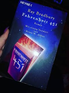 "Rezension ""Fahrenheit 451"" von Ray Bradbury"