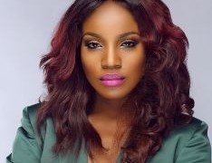 """AFRIMA 2017: Seyi Shay Falls On Stage While Performing """"Yolo Yolo"""""""