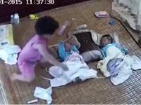 Hati-Hati Jangan Biarkan Balita Menjaga Bayi, Hal Mengerikan Ini Bisa Terjadi!
