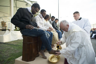 "Pope washes feet of Muslim migrants, says ""We are brothers"""