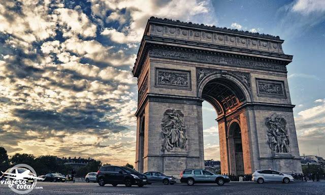 Arco del triunfo de París.