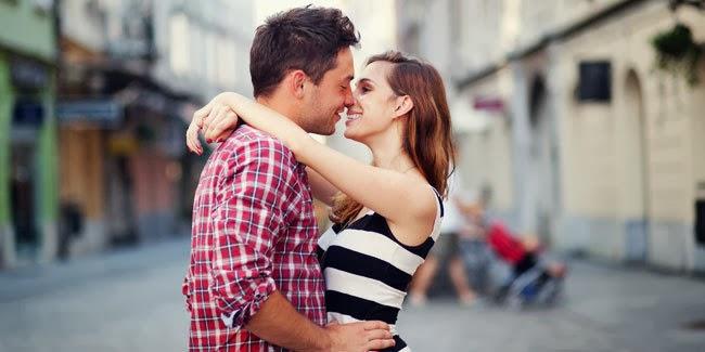 7 Cara Berciuman Yang Bikin Pasangan Anda Ketagihan ツ