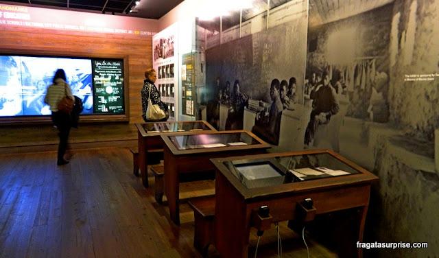 Recriação de uma sala de aula para crianças negras no Museu Nacional dos Direitos Civis, em Memphis, EUA