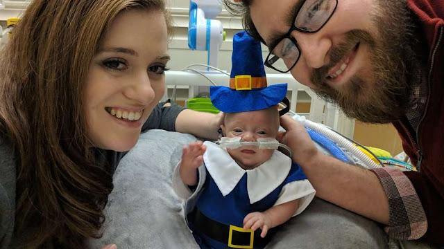 O bebê Connor Florio com os seus pais