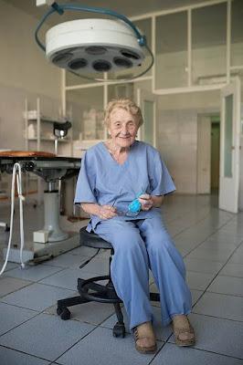 Doktor Bedah Tertua Di Rusia Berumur 87 Tahun