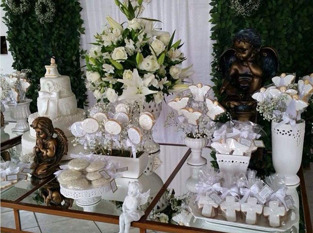 101 fiestas ideas para la mesa de dulces de la primera for Decoracion de pared para primera comunion